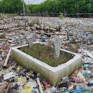 Ecolify.org Project Location makam tenggelam di tambakrejo, semarang, semenjak terjadi abrasi parah makam-makam yang berada disana banyak yang tenggelam